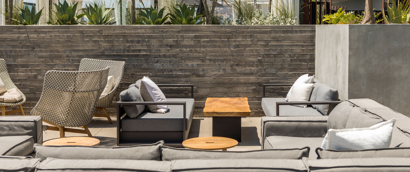 rooftop-lounge-sitting-area-everly-hollywood
